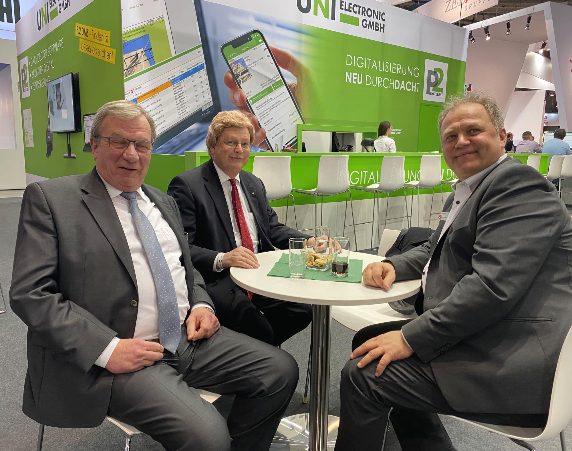 Herr Wohlert (Hauptgeschäftsführer DD-Innung Hamburg, mitte), Herr Zahn (Obermeister DD-Innung Hamburg, rechts), und unser Systemberater Herr Rassmann (links)