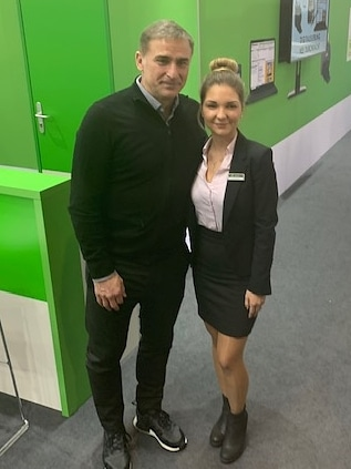 U21 Fußballnationaltrainer Stefan Kuntz und unsere Christina Karavelidis, Systemberaterin für Lohn- und Finanzbuchhaltung